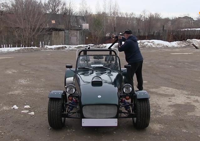 俄工程師收藏傳奇豪車路特斯複製品