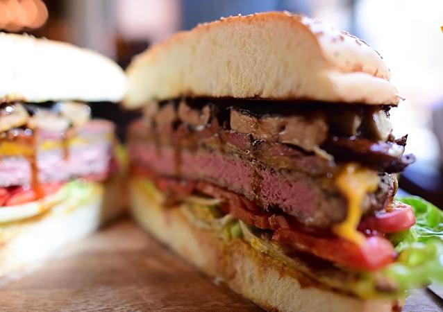 東京一家酒店為慶祝改年號推出巨型金漢堡