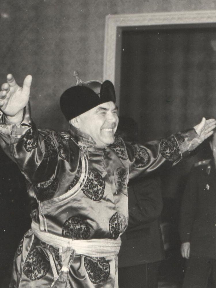 蘇聯國防部長羅季翁·雅科夫列維奇·馬利諾夫斯基在正式出訪蒙古時被拍攝的獨特照片