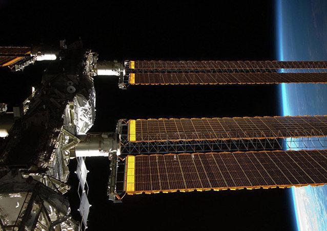 俄科學家將檢查10年來一直搭在國際空間站外邊的毛巾上是否有細菌