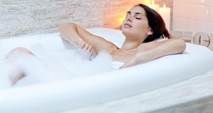 科學家講述了洗熱水澡和經常洗頭的威脅