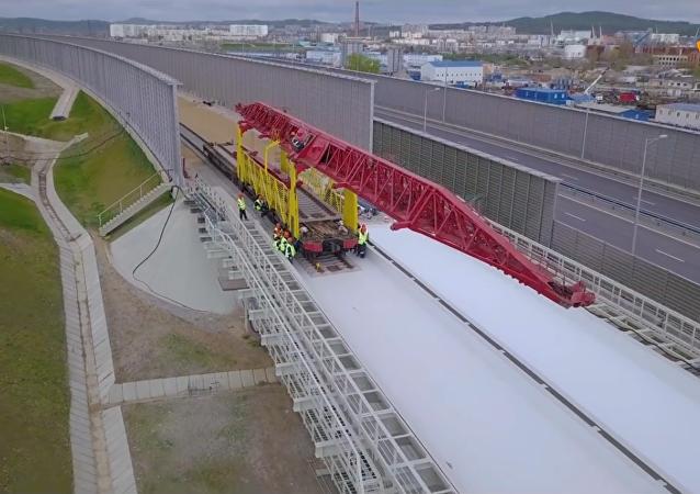 克里米亞大橋開始從刻赤一側鋪設鐵軌