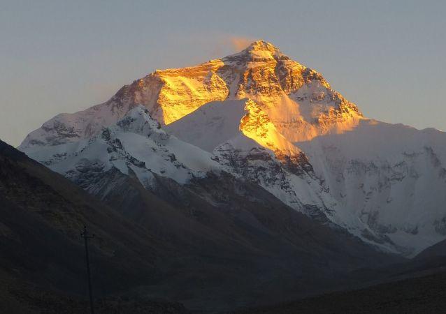 英国登山运动员在征服珠穆朗玛峰后死亡