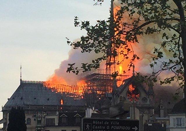 巴黎聖母院發生大火