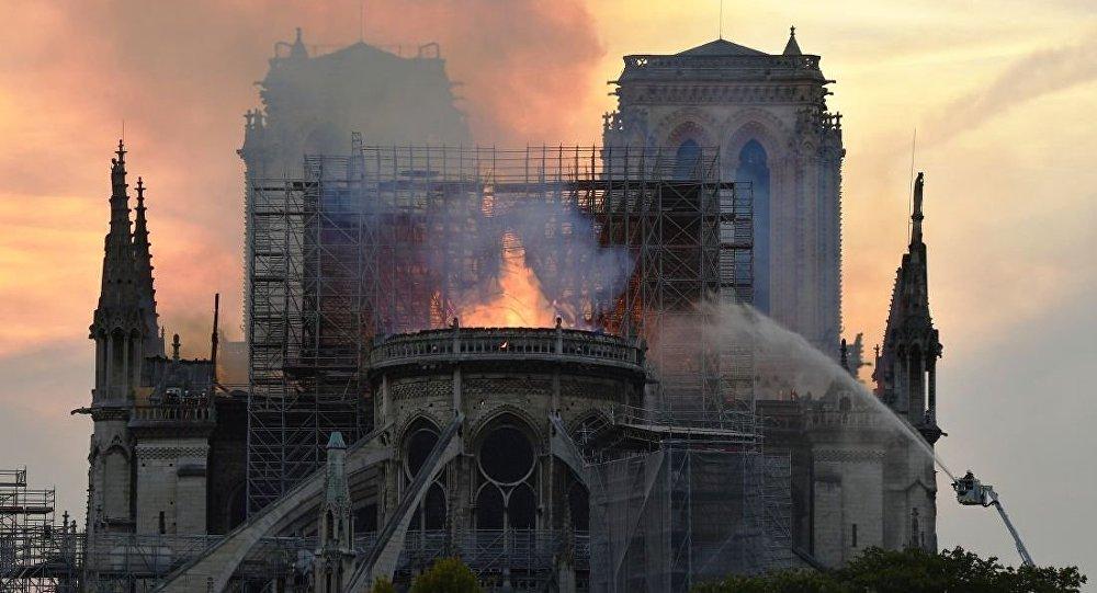 马克龙:巴黎圣母院将在火灾后重建