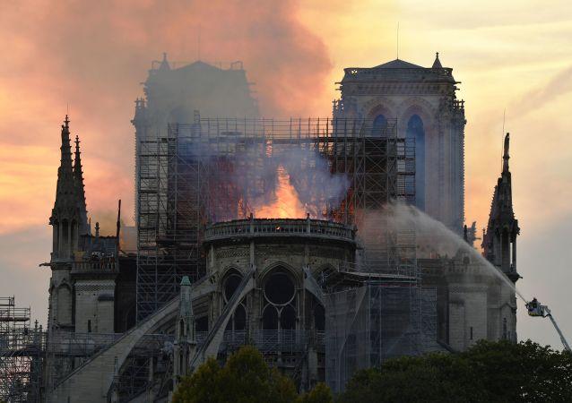 媒體:巴黎聖母院工作人員在23分鐘時間內獨自尋找火源