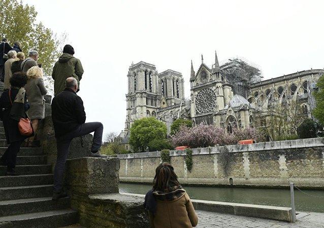 法國內政部:巴黎聖母院大火尚未完全撲滅