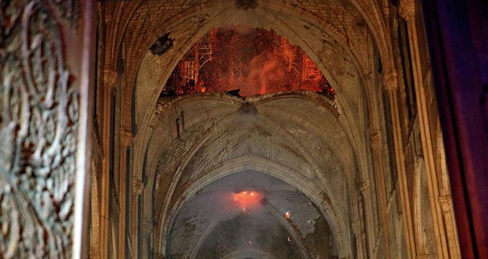 巴黎圣母院主体结构和主要作品幸免于难