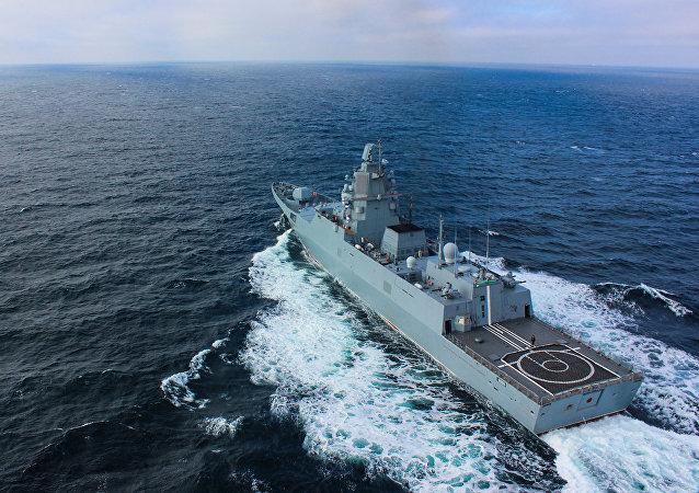 """俄罗斯护卫舰""""戈尔什科夫海军上将""""现身南海"""