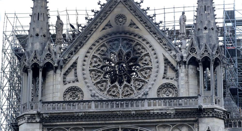 巴黎圣母院火灾中有2名警察和1名消防员受轻伤