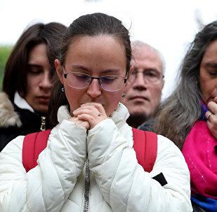 震惊、泪水和祈祷:全球向巴黎圣母院致哀