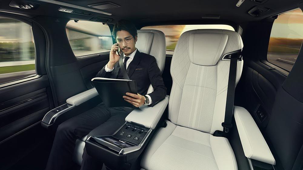 雷克薩斯在上海推出了本公司史上首輛商務旅行車