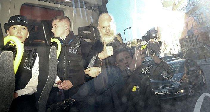 阿桑奇於2019年4月11日晨在瑞典和美國的要求下遭到扣押