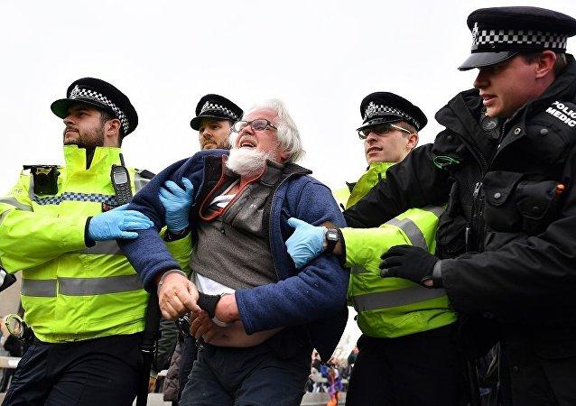 伦敦警方在抗议活动2天内拘捕290名环保人士