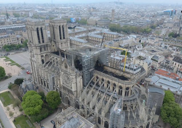 火災後的巴黎聖母院