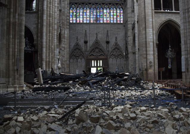 eBay網站爆出出售巴黎聖母院主體結構燒焦碎片的廣告