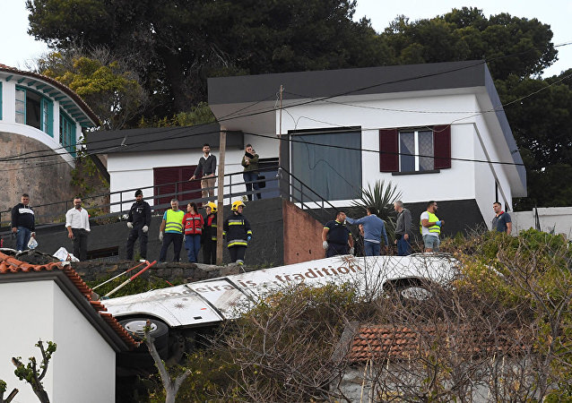 葡萄牙马德拉岛一辆旅游大巴发生车祸致28人死亡