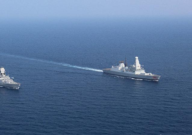 印度在阿曼湾部署两艘军舰