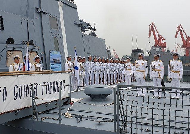 俄海軍艦隊抵達中國青島參加閱兵式
