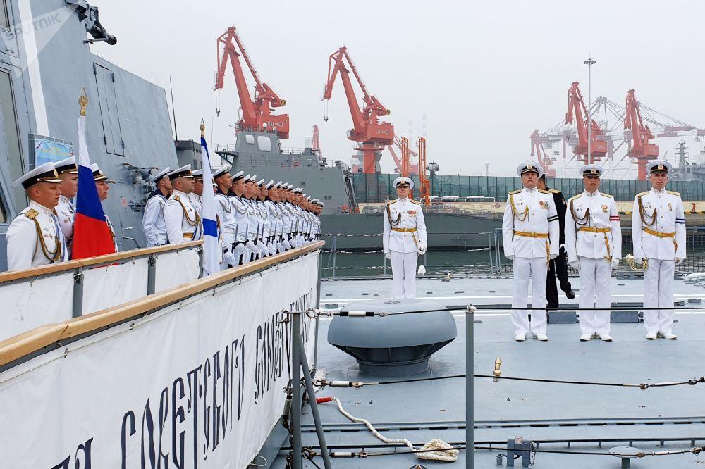 俄海军舰艇抵达中国