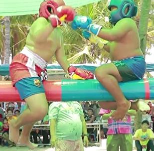 泰國舉行青少年水上拳擊比賽
