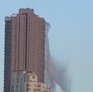 受地震影響成噸大水從馬尼拉摩天大樓頂部傾瀉而下