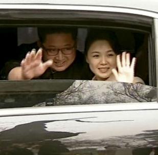 朝鲜最高领导人金正恩与夫人李雪主现身北京。