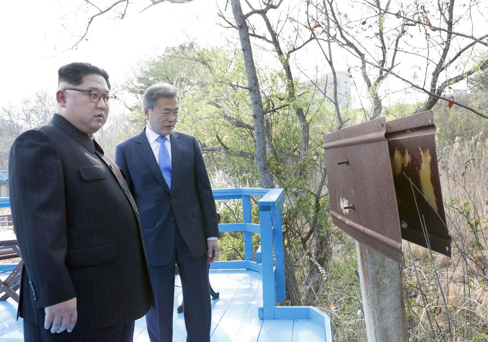 朝鲜最高领导人金正恩与朝鲜总统文在寅在韩国举行会晤。