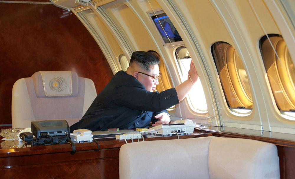 朝鲜最高领导人金正恩搭乘专机离开北京前。