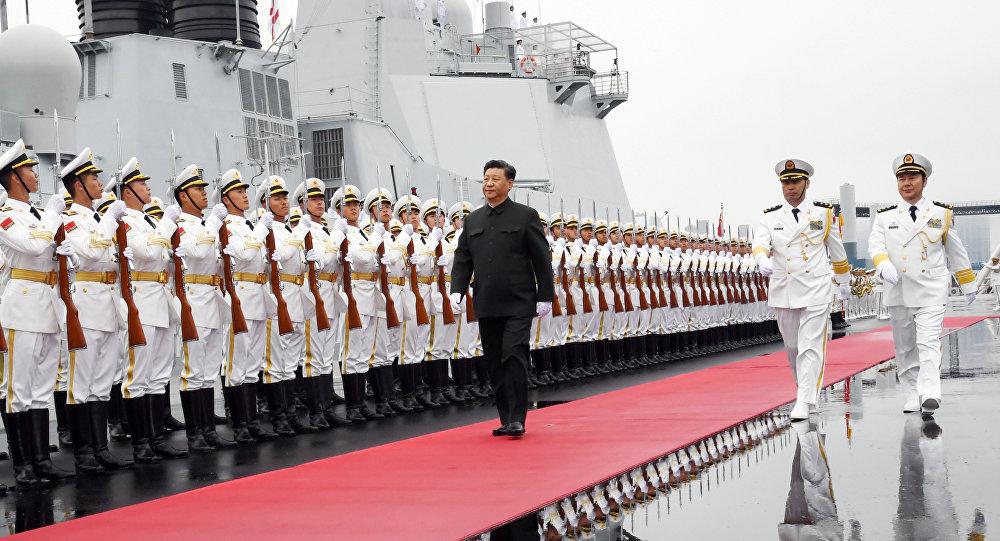 中國舉行海軍成立70週年海上閱兵活動 習近平檢閱中外艦艇編隊