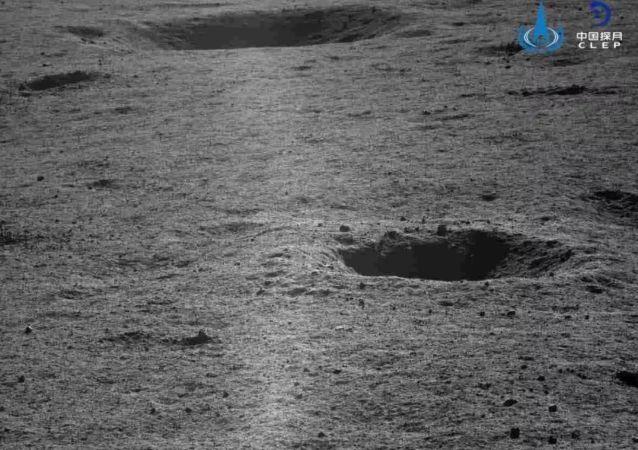 Лунный кратер Фон Карман