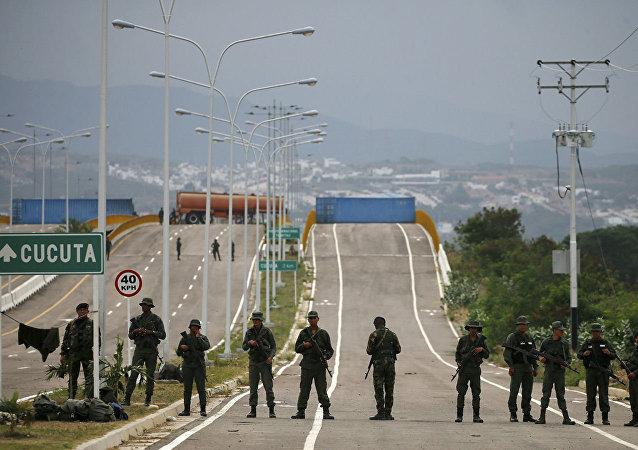 委内瑞拉军人在委内瑞拉-哥伦比亚边境
