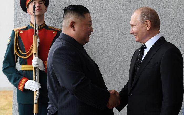 普京与金正恩在符拉迪沃斯托克会晤