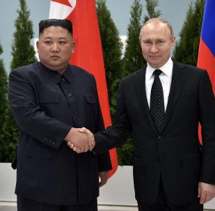 """主要声明和""""幕后""""花絮:弗拉基米尔•普京和金正恩会晤的最佳瞬间"""