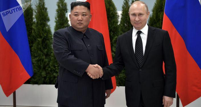 主要聲明和「幕後」花絮:弗拉基米爾•普京和金正恩會晤的最佳瞬間