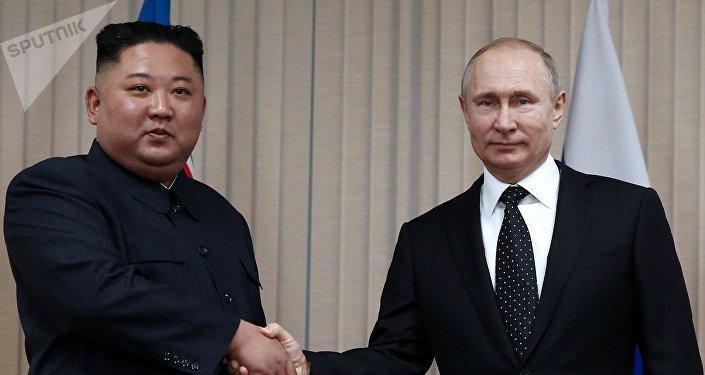 金正恩与普京会晤时