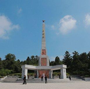 為紀念蘇軍將士,朝鮮首都平壤市中心牡丹峰山麓上修建起一座解放塔。
