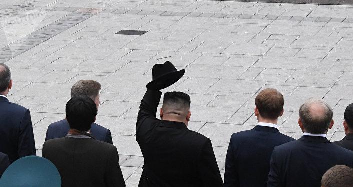 朝鲜代表团将在俄滨海边疆区树金正恩首访纪念牌