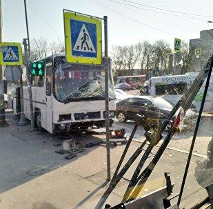 彼得堡一辆载有中国游客的汽车发生事故