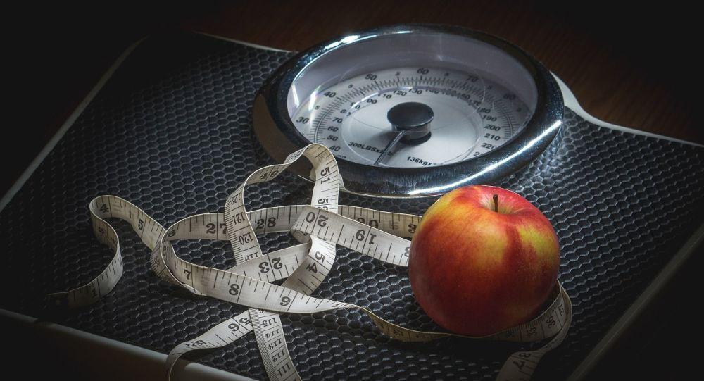 Весы и измерительная лента