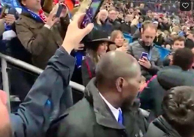 内马尔痛失法国杯后怒打球迷