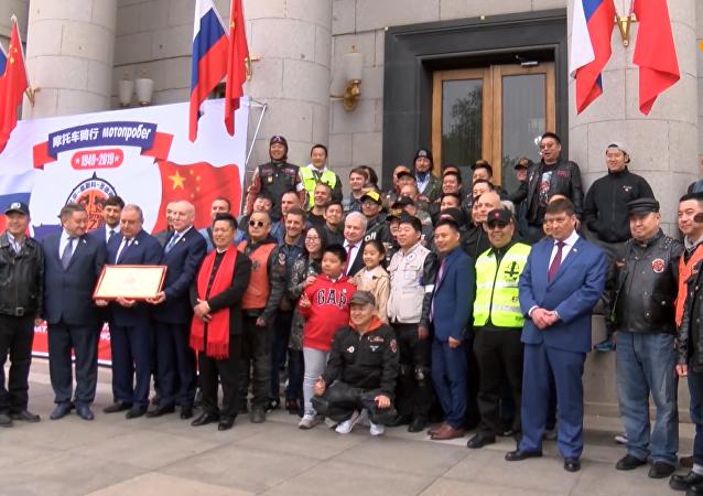 俄中摩托車手北京啓程踏上「友誼之路」徵程