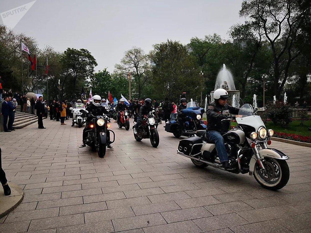 """中国与俄罗斯联合举办""""友谊之路""""摩托车骑行活动"""