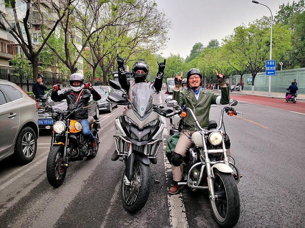 """""""友谊之路""""摩托车骑行活动参与者"""