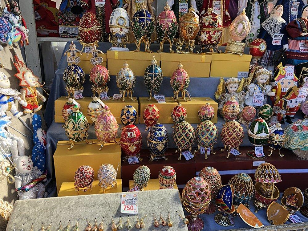 红场上售卖复活节彩蛋装饰品