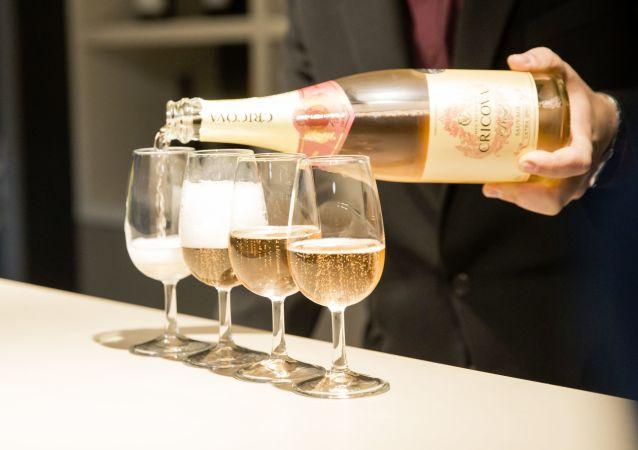 開香檳時會產生超音速冷凝二氧化碳氣流