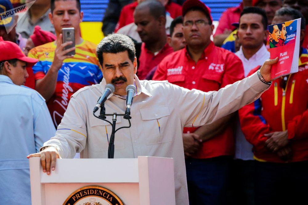 委内瑞拉总统尼古拉斯·马杜罗在加拉加斯举行的支持者活动上发表讲话。