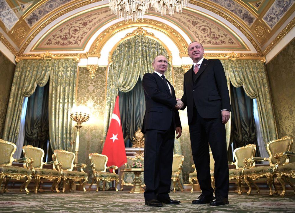 俄罗斯总统弗拉基米尔·普京与土耳其总统雷杰普·塔伊普·埃尔多安举行会晤。