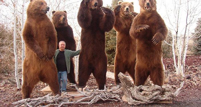 美國獵人在勘察加的獵熊標本
