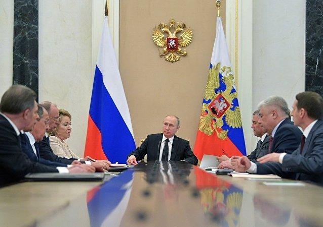 普京与俄安全会议成员讨论北京会谈的成果